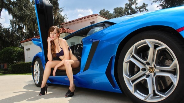 1-Female-model-with-Lamborghini.jpg
