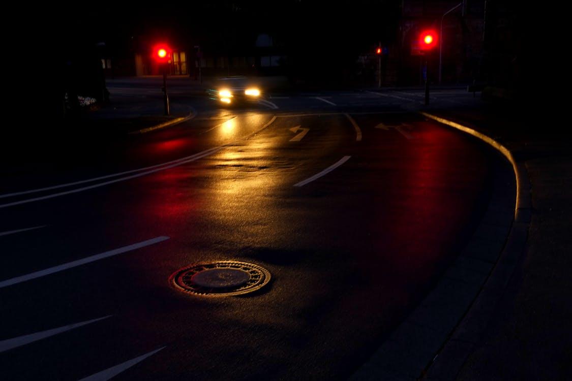 road-night-light-traffic-163573.jpeg