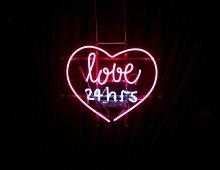 Brand Analytics: в соцсетях россияне пишут о любви в 4,3 раза чаще, чем о ненависти