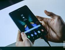 Samsung представил смартфон-трансформер со сгибаемым экраном