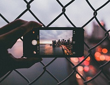 IPhone vs профессиональная камера: опыт создания контента на подоконнике